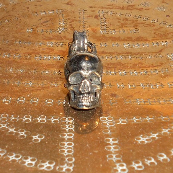 Anatomical Skull Keychain in white copper