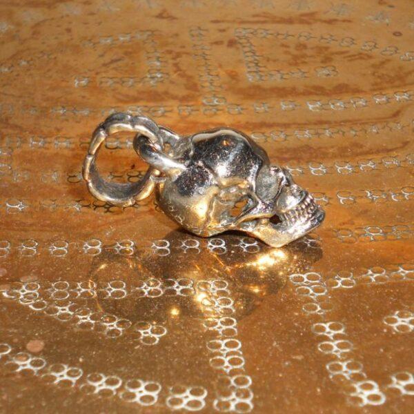 White copper skull key chain2